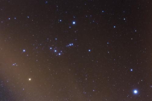 Orión nublado - El tamaño de las estrellas en la foto reflejan su magnitud aparente.jpg