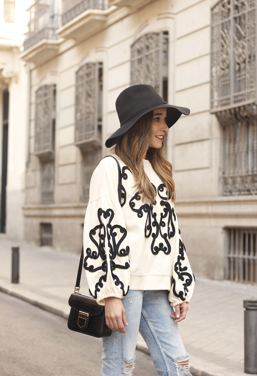 black and white sweatshirt ripped jeans black hat givenchy uterqüe jewel heels 08