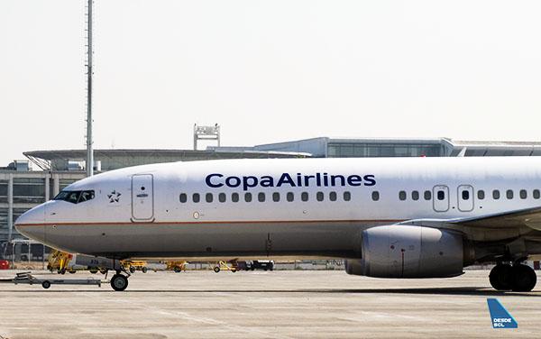 Copa Airlines B737-800 delantera izquierda SCL (RD)