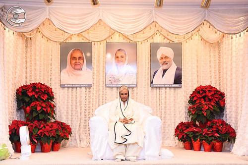 Her Holiness Satguru Mata Savinder Hardev Ji Maharaj on the dais
