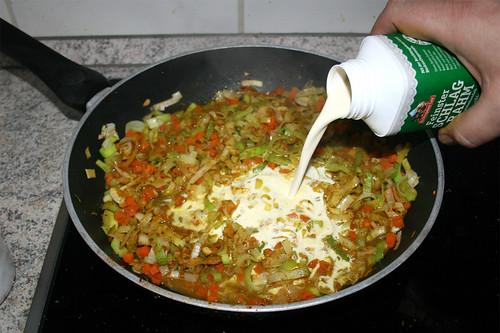 10 - Mit Gemüsebrühe & Sahne ablöschen / Deglaze with vegetable stock & cream