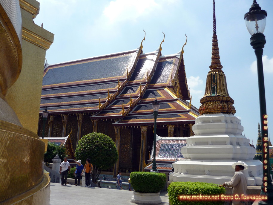 Дворец Будды  в Таиландег фотографии сделанные как днем, так и вечером