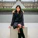 Portrait devant le Louvre