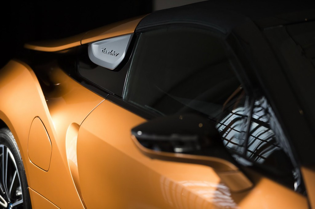2019-BMW-i8-Roadster-Coupe-2
