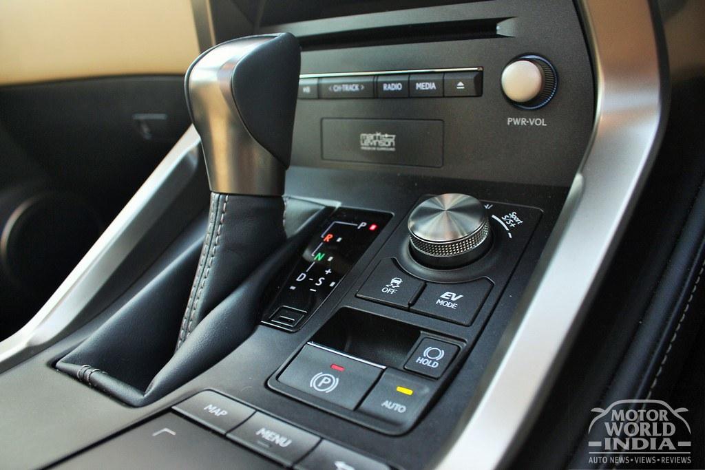 Lexus-NX300h-Interior (9)