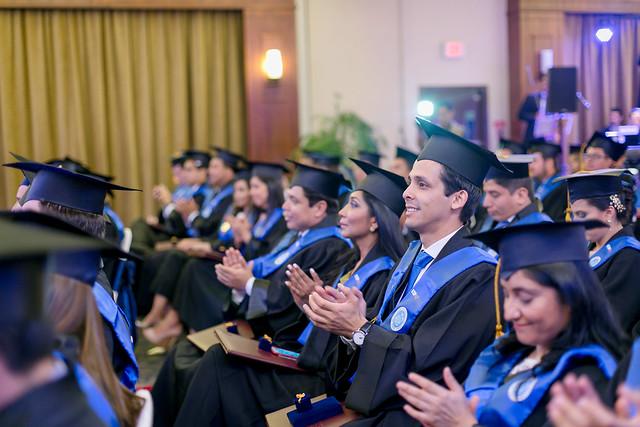 ESPAE graduó a 98 magísteres