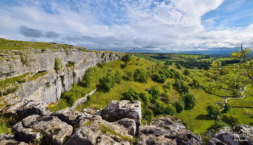 Hiking UK - a day hike at Malham Cove - Yorkshire Dales