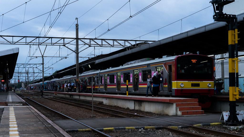 JR205;Blue Line;Stasiun Jatinegara