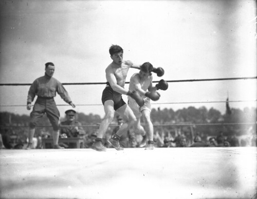 McGrath (Canada) boxing Marrorati (Italy), Inter-Allied Games at Pershing Stadium, Paris, France / McGrath (Canada) boxant contre Marrorati (Italie), Jeux interalliés, stade Pershing, Paris (France)