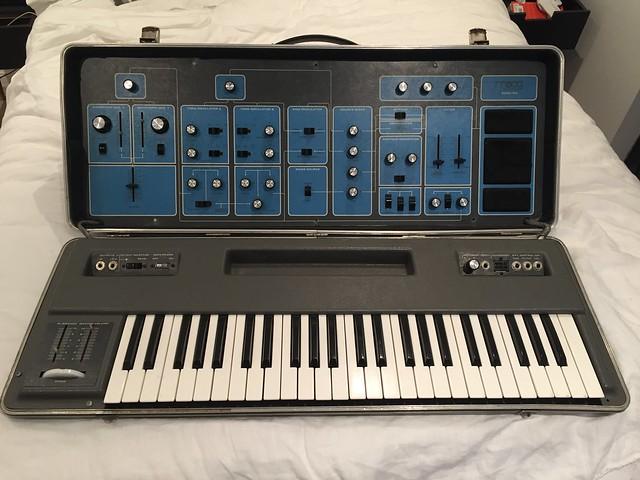 Moog Sonic Six