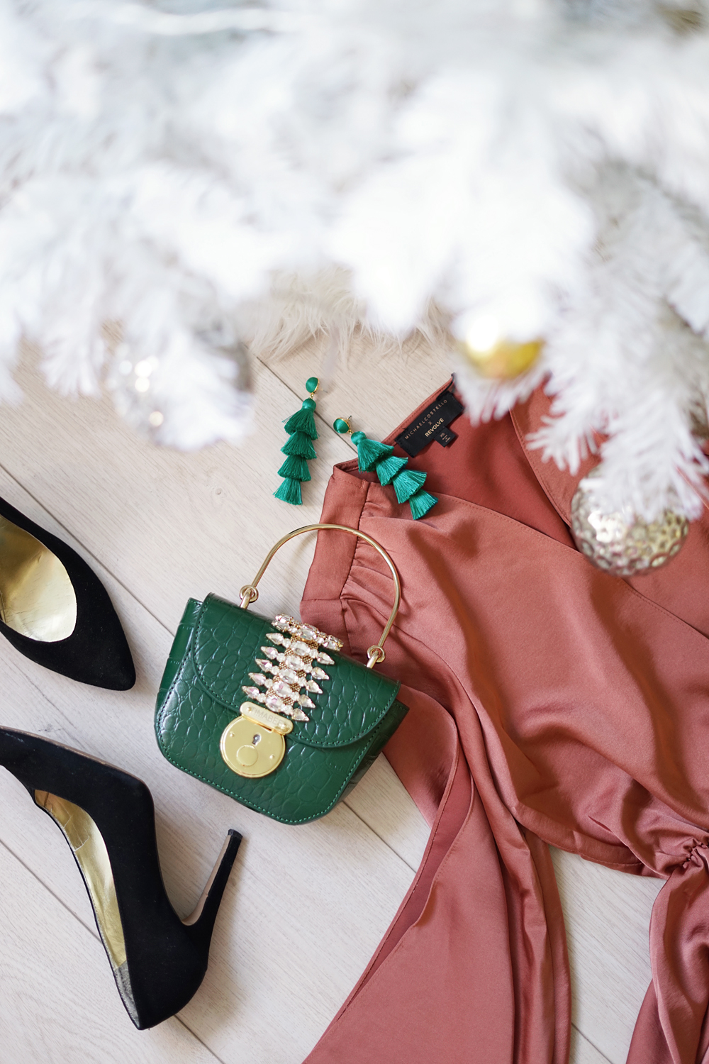 06revolve-michaelcostello-holiday-fashion-flatlay
