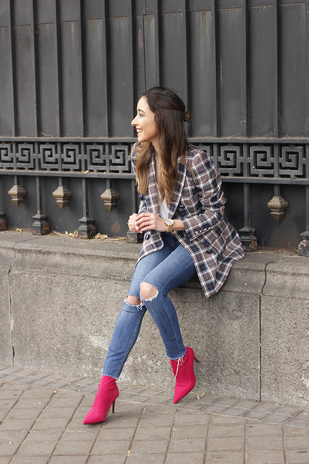 check blazer ripped jeans pink booties street style fashion outfit07