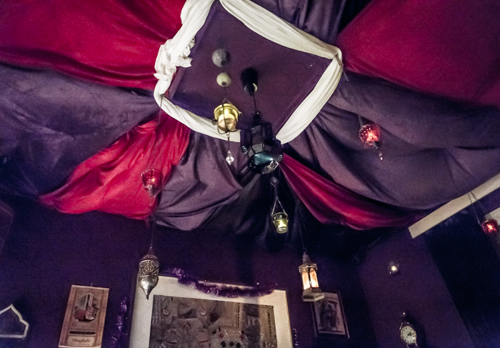 Loviisan Wanhat joulutalot talo nro 19 Kimmon joulumaa Kimmo Lonka itämainen huone sisustusidea katto kattopehmuste_