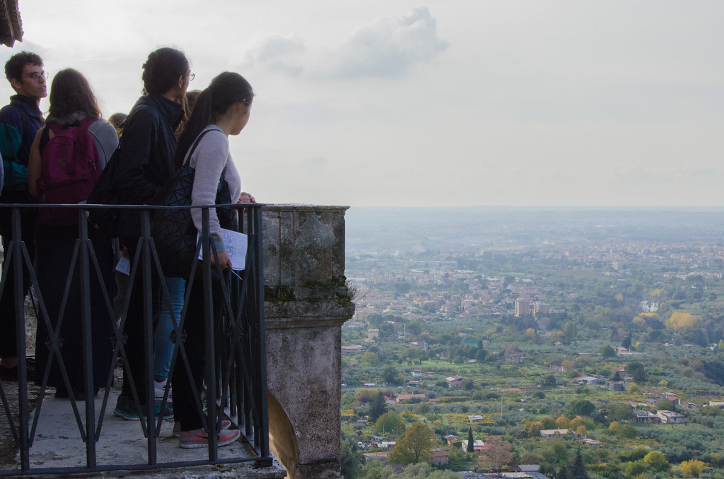 Students at Cornell in Rome take in the view at Villa d'Este. photo / Ihwa Choi (B.Arch. '20)