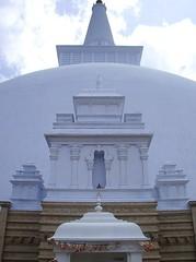 800px-Anuradhapura18