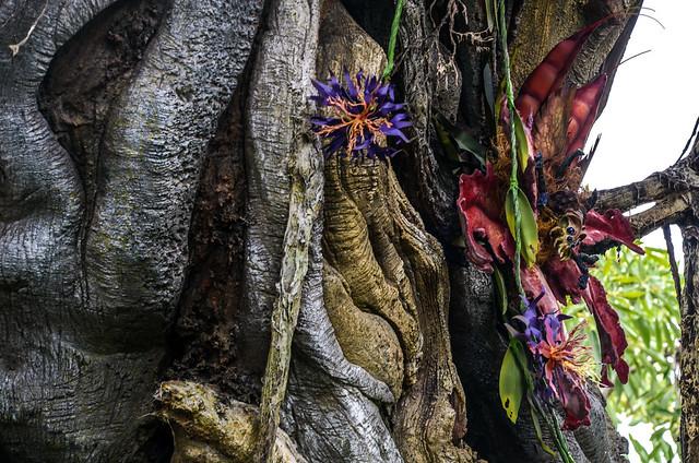 Tree with flowers Pandora AK