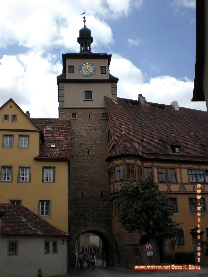 Германия - Город Ротенбург с фотокамерой прогулки туристов