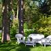 11. Jardín con sillas de mimbre de las casas de Ward's Island