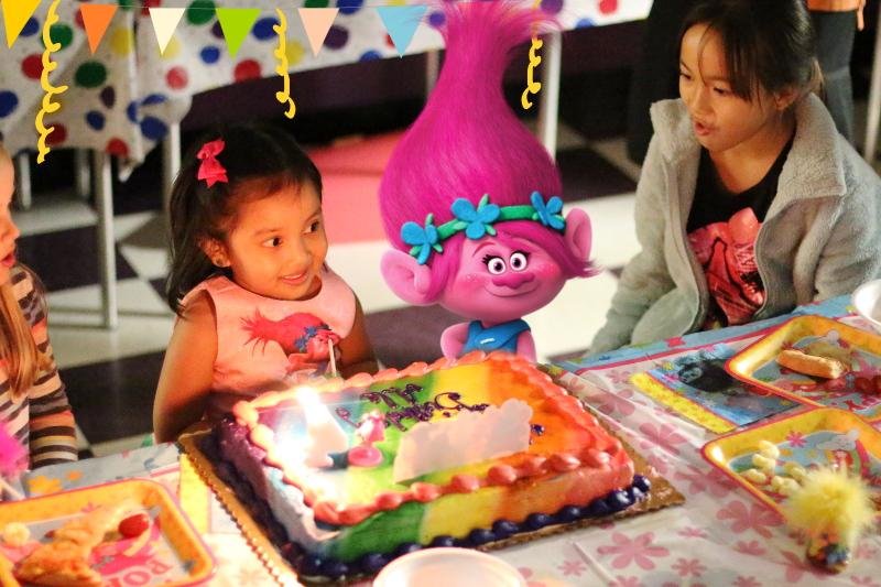 trolls-party-theme-poppy-cake-18