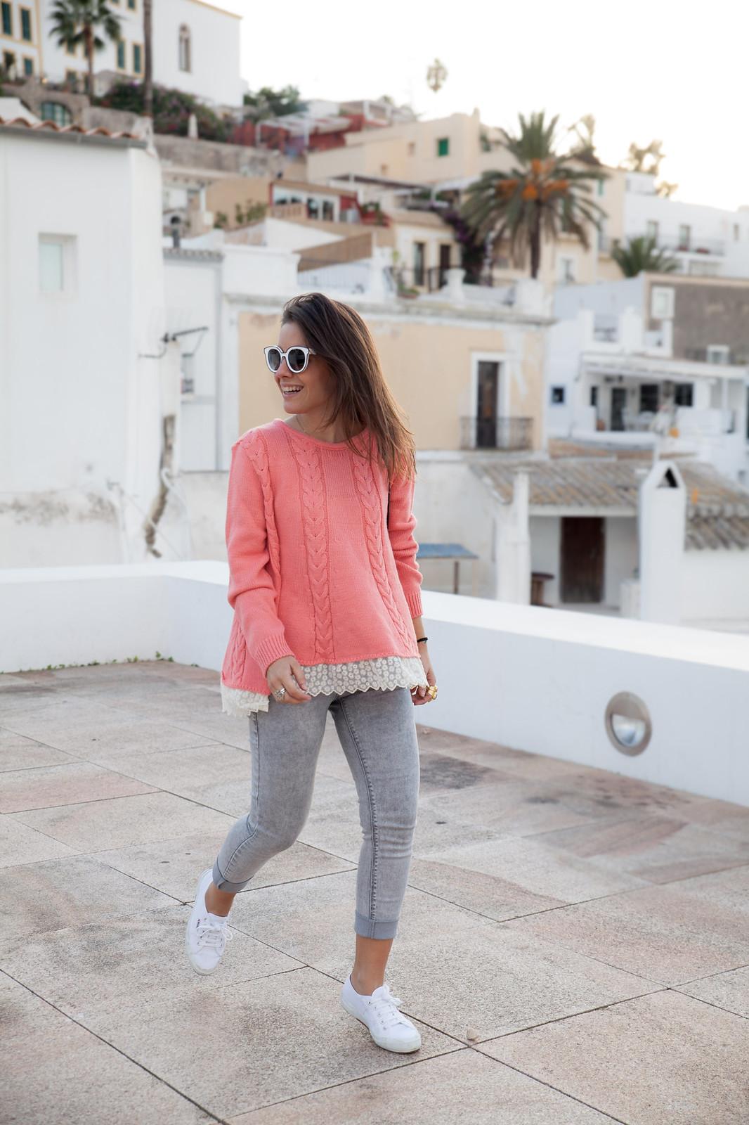 como combinar jersey de punto rosa theguestgirl influencer ibiza spain barcelona