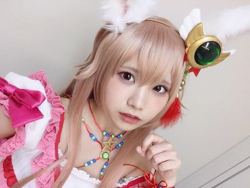 えなこピンク髪2