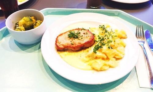 Pork loin steak with sauce bernaise & potato gratin / Schweinelendensteak mit Sauce Bernaise & Kartoffelgratin