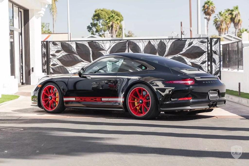 Porsche-911-R-8