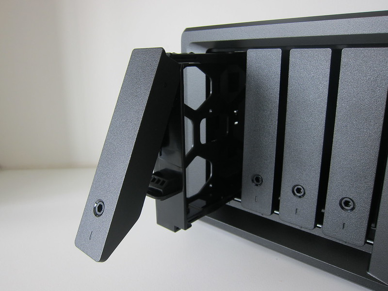 DS418play - Drive Tray Open