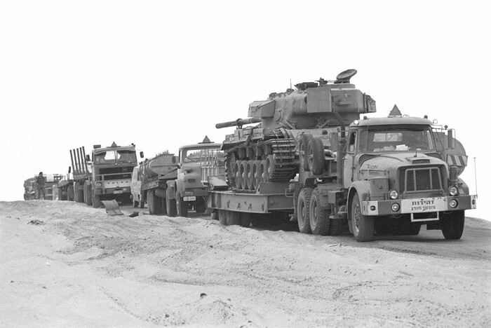 Scammell-with-centurion-volvo-idfa-1