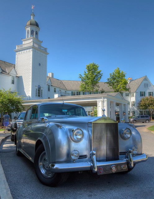 After walking out of the Sagamore Resort in Bolton Landing in the Southeastern Adirondacks on Lake George, we come across a beautiful old Rolls Royce car parked in front. It seemed appropriate to see there in front of the luxurious resort.