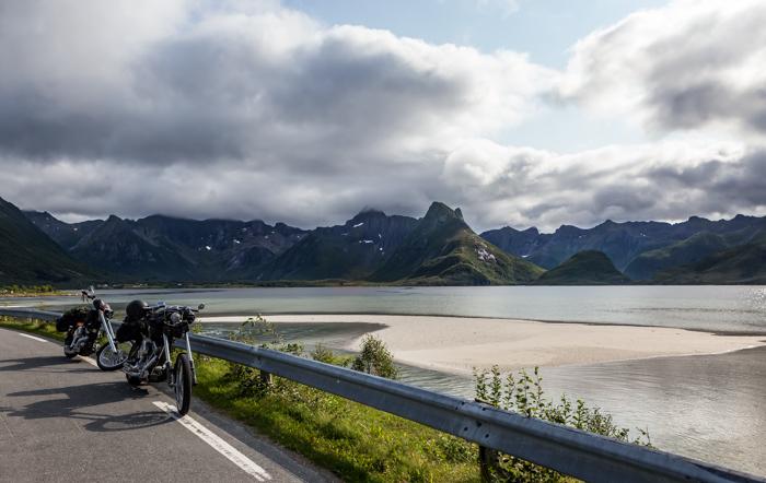 Norja Norway ranta valkoinen hiekka turkoosi meri laskuvesi hiekkasärkkä