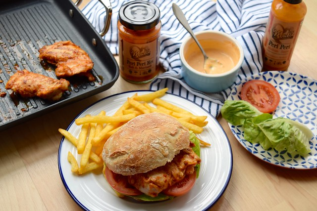 Homemade Cheeky Peri Peri Chicken Burgers #recipe #diy #burger #periperi #chicken #weeknight | www.rachelphipps.com @rachelphipps