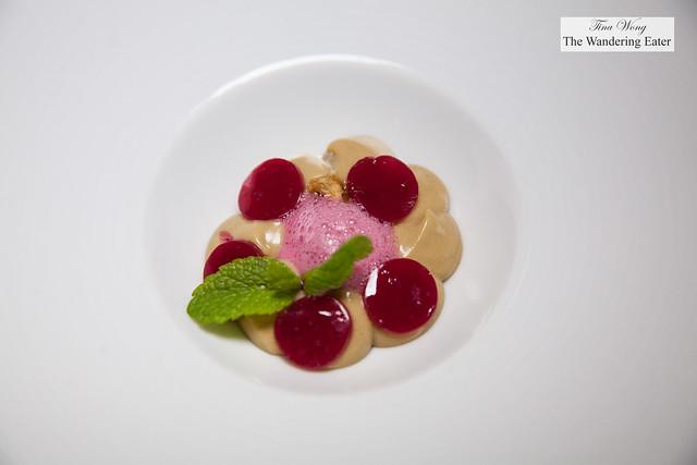 Pre-dessert - Hazelnut cream, raspberry gelee