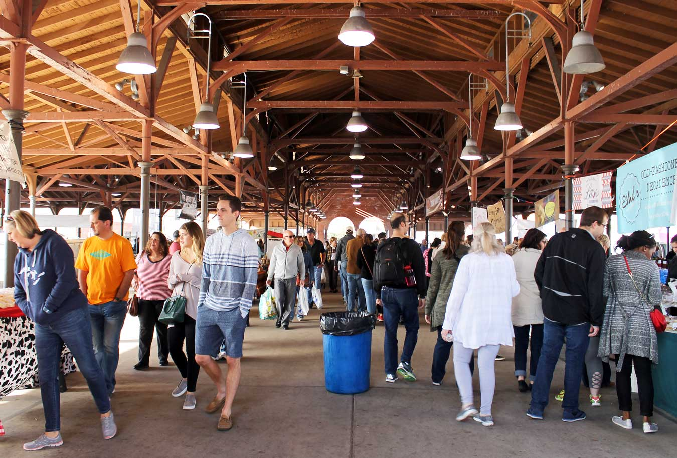 Come Hungry, Leave Happy Tour Showcases Best Of Detroit's Eastern Market | via Wading in Big Shoes