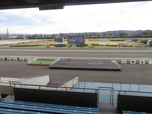 金沢競馬場のスタンド前ステージ