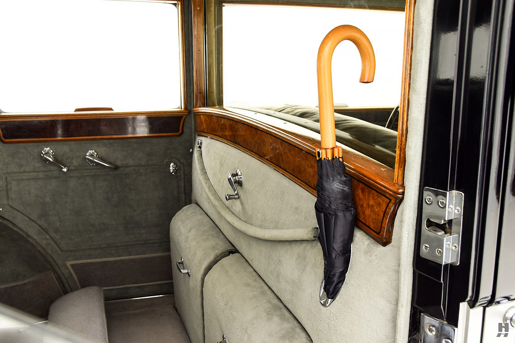 30006_K Cadillac Series 452 Fleetwood 452CI V16 3SPD Limousine_Black Silver