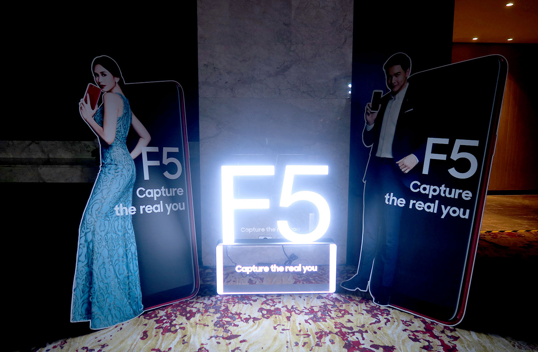 3 OPPO F5 Review - Selfie Expert - Capture The Real You - Gen-zel She Sings Beauty