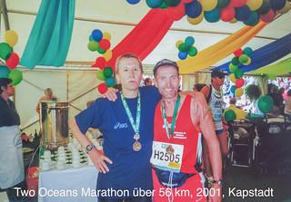 Feier im Zielbereich nach 56 km Two Oceans Marathon bei Kapstadt, 14.04.2001