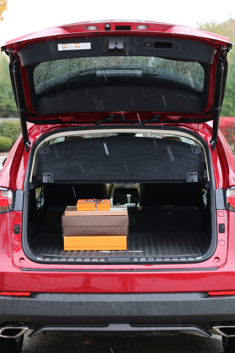 lexus-nx200t-trunk-space-gifts-8