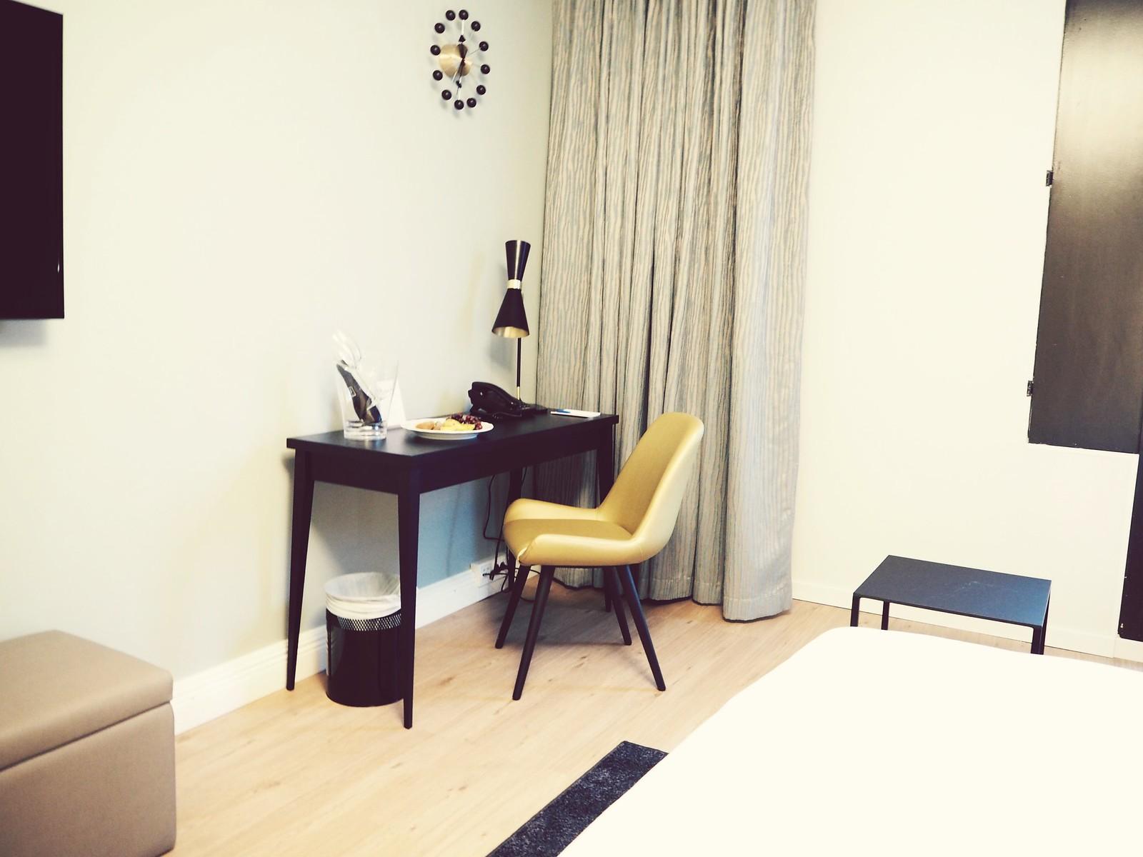 Hotel Sveitsi huone2