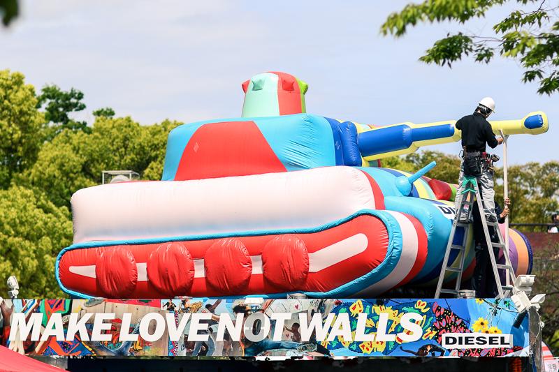 Make love not walls