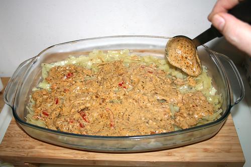 77 - Schicht Gyros-Sauce hinzufügen / Add layer of gyros sauce