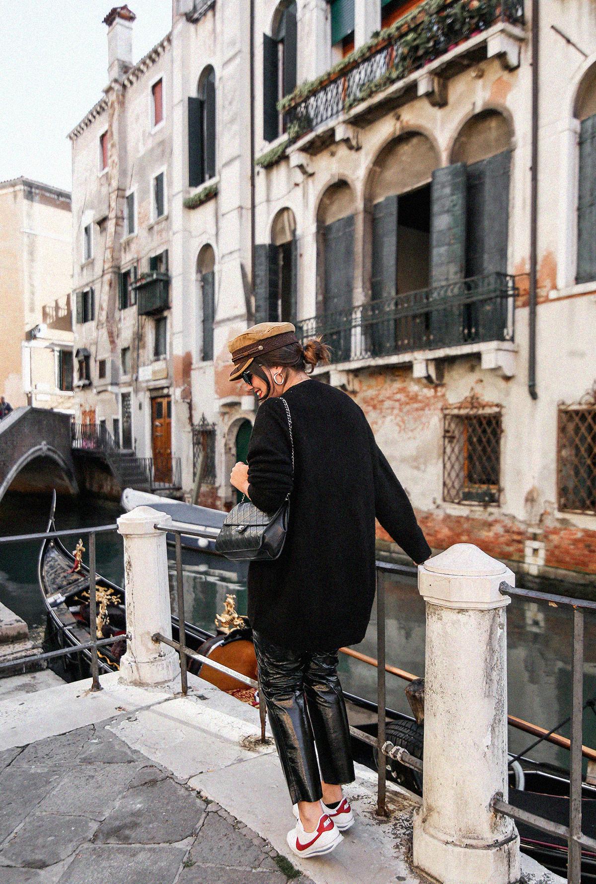 pantalon-charol-tendencia-look-en-venecia-myblueberrynightsblog13