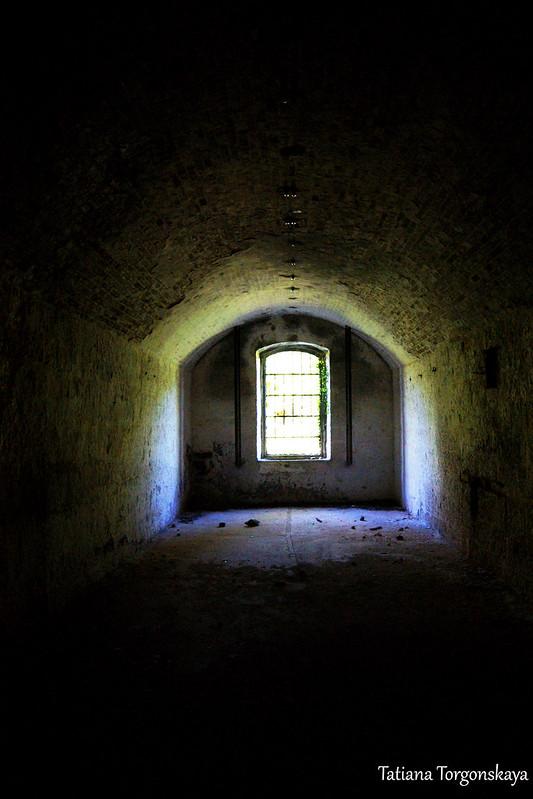 Вид в сторону окна. 1 этаж крепости Врмац
