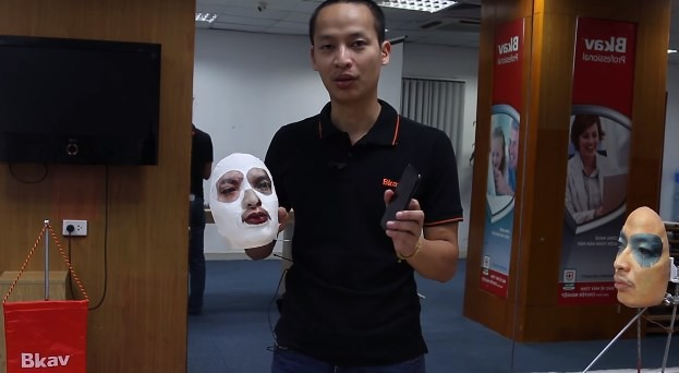 Face ID cracked with an elaborate mask (img: youtube)