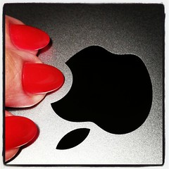 Pretty, precious! #mac #naglar