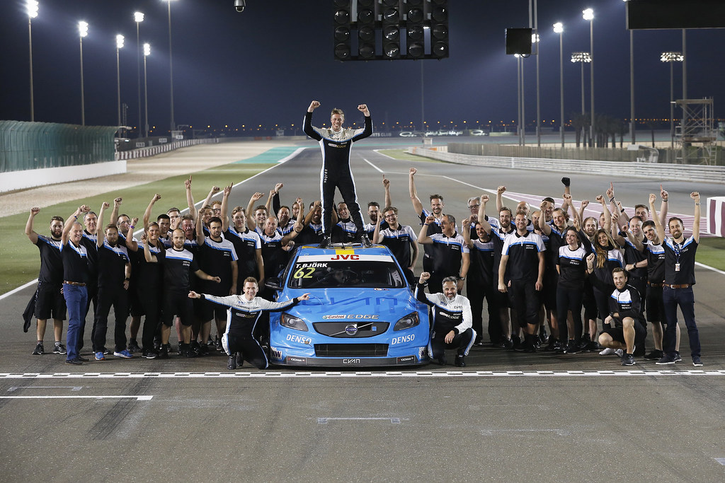 CATSBURG Nicky, (ned), Volvo S60 Polestar team Polestar Cyan Racing, ambiance portrait, BJORK Thed, (swe), Volvo S60 Polestar team Polestar Cyan Racing, 2017 FIA WTCC World Champion, ambiance portrait, MULLER Yvan (fra), Volvo S60 Polestar team Polestar Cyan Racing, ambiance portrait and team, during the 2017 FIA WTCC World Touring Car Championship race at Losail  from November 29 to december 01, Qatar - Photo Jean Michel Le Meur / DPPI