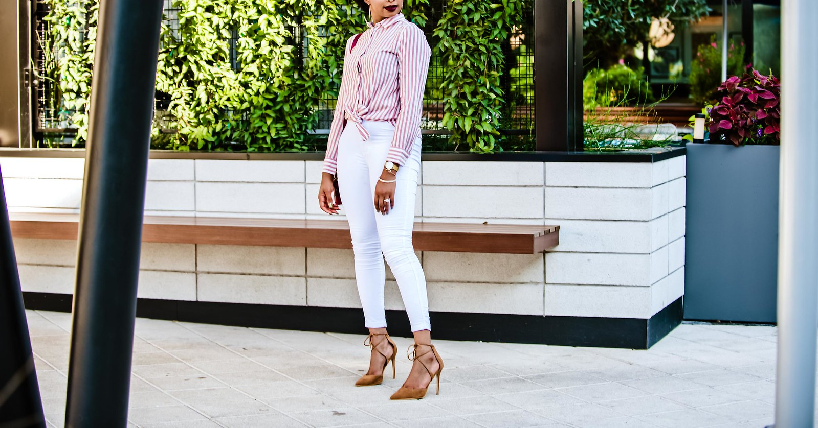 how to elevate white jeans