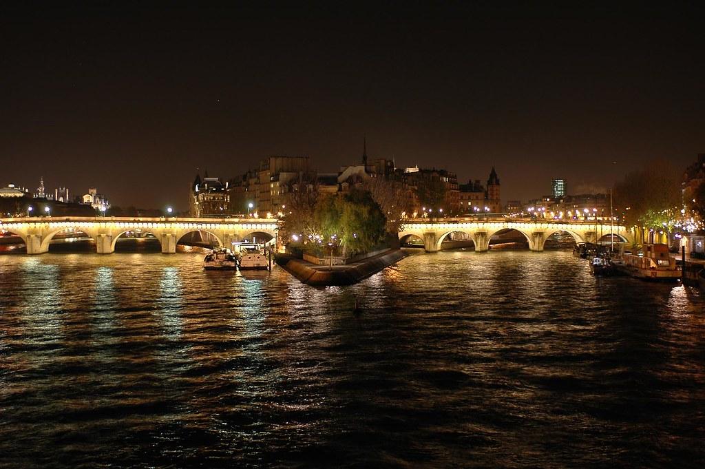Le Pont Neuf et l'Ile de la Cité.