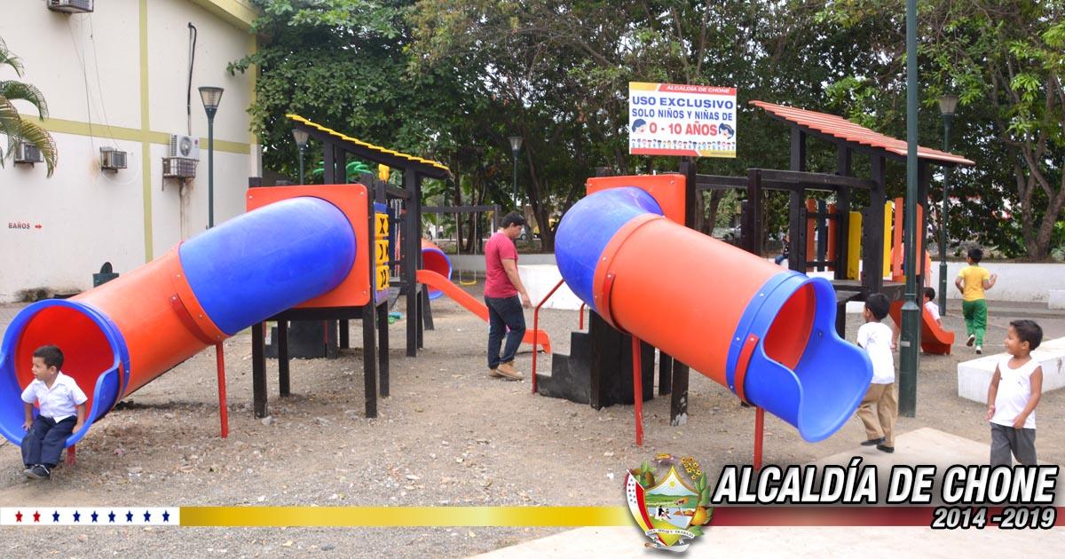 Reinstalan los juegos infantiles y máquinas biosaludables en el parque de La Madre